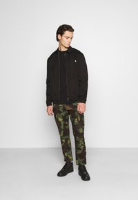 G-Star - ROXIC STRAIGHT TAPERED PANT - Cargo trousers - olive/brown - 1