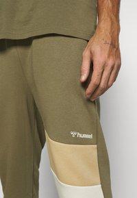 Hummel - HMLAIDAN REGULAR PANTS - Tracksuit bottoms - burnt olive - 5