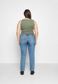 Noisy May Curve - NMOLIVIA SLIM STRAIGHT - Straight leg jeans - light blue denim - 2