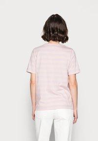 ARKET - Camiseta estampada - pink/purple - 2