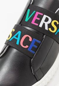 Versace - Nazouvací boty - nero/bianco - 2