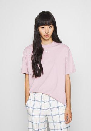 T-shirts - plum chalk/white