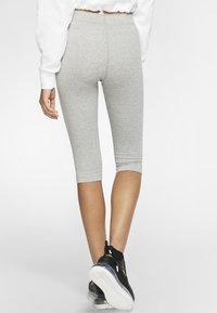 Nike Sportswear - W NSW LEGASEE LGGNG KNEE LNGTH - Leggings - Trousers - dark grey heather - 2