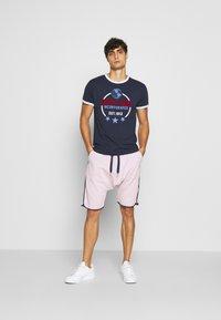 Schott - Print T-shirt - navy - 1