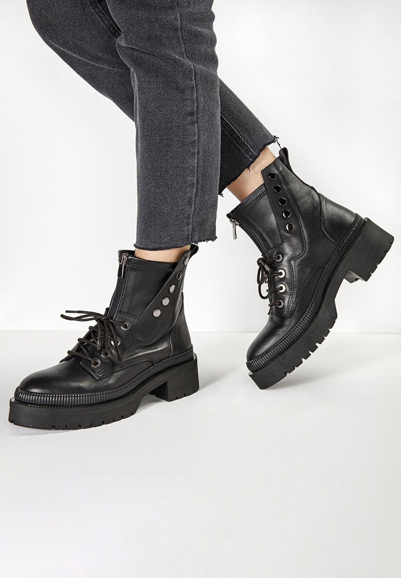 Inuovo - Cowboy/biker ankle boot - black  blk