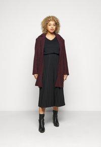 Selected Femme Curve - SLFANDARD NECK TEE - Jednoduché triko - black - 1