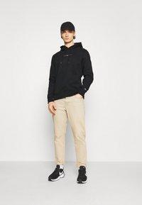 Tommy Jeans - SHINE STRAIGHT LOGO HOODIE UNISEX - Felpa - black - 0