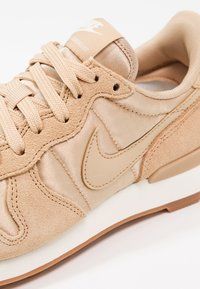 Nike Sportswear - INTERNATIONALIST - Baskets basses - sail/med brown - 6
