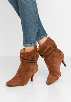 AGNETE SLOUCHY - Classic ankle boots - brown