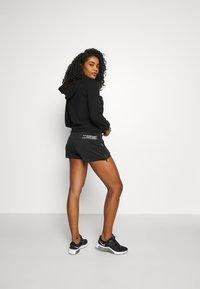 Ellesse - VENO SHORT - Pantalón corto de deporte - black - 2