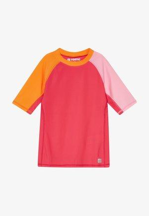 SWIM CAMIGUIN - Rash vest - berry pink