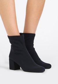 Pretty Ballerinas - Classic ankle boots - scotch azul - 0