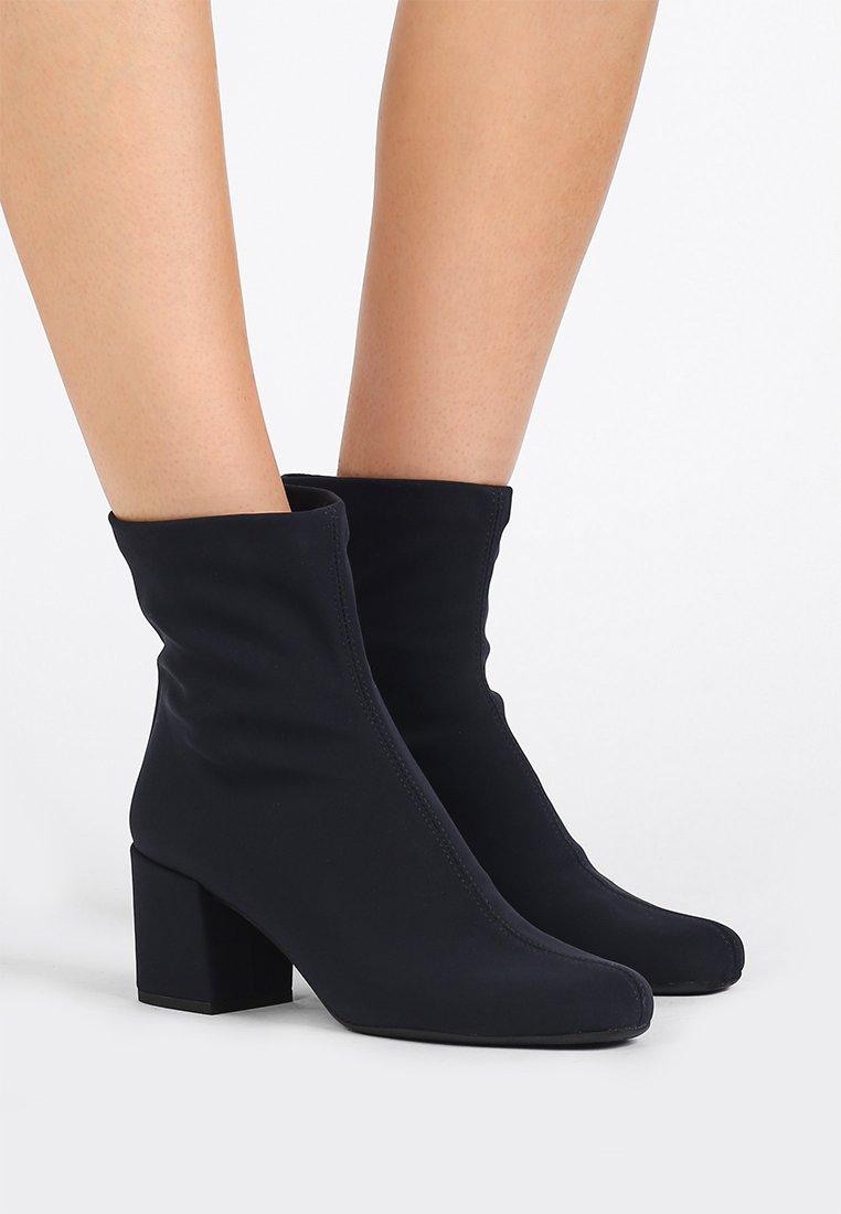 Pretty Ballerinas - Classic ankle boots - scotch azul