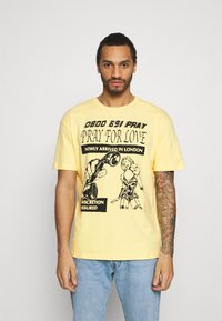 PRAY - BRASS UNISEX - Printtipaita - yellow - 0