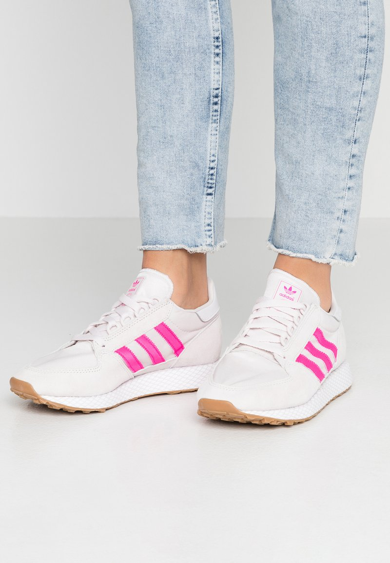 adidas Originals - FOREST GROVE - Trainers - orchid tint/shock pink/footwear white