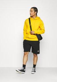 Caterpillar - BASIC  - Shorts - black - 1