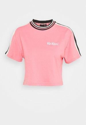 SLEEVE PANEL CROPPED BOY TEE - T-shirt print - pink