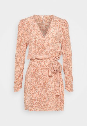 KINSLEY WRAP DRESS - Day dress - grapefruit fizz