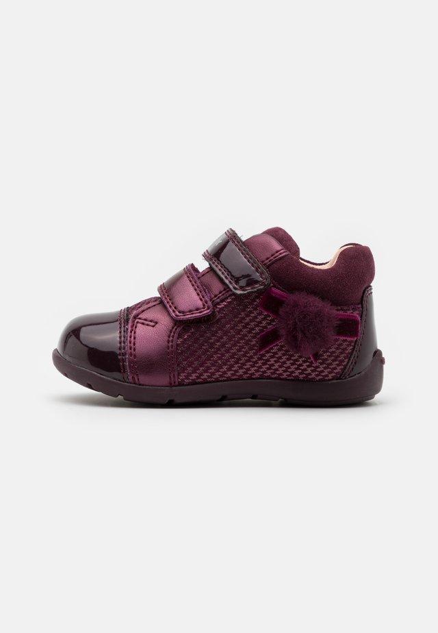 KAYTAN - Sneakersy wysokie - prune