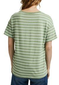 Esprit - Print T-shirt - leaf green - 5