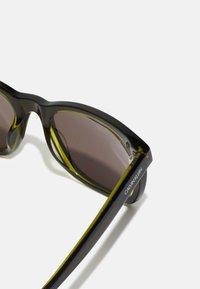 Calvin Klein - UNISEX - Sunglasses - olive/moss - 2