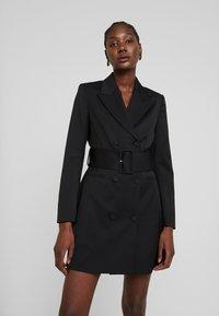 IVY & OAK - WITH BELT - Denní šaty - black - 0