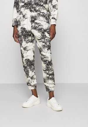 BEDA  - Tracksuit bottoms - white