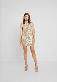 Nly by Nelly - SEQUIN DRESS - Vestito elegante - champagne - 0