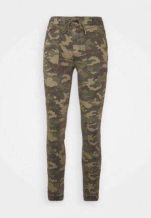 JEGGING - Pantalones deportivos - green