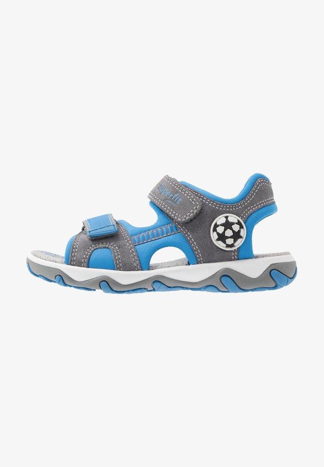 MIKE - Chodecké sandály - grau