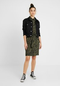 Expresso - STRONG - Jersey dress - olive - 1