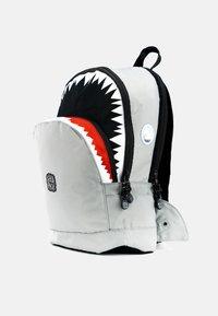 pick & PACK - SHARK - Rucksack - grau - 4