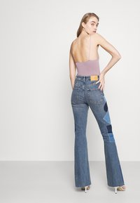 BDG Urban Outfitters - RIP AND REPAIR - Flared jeans - mid vintage - 4