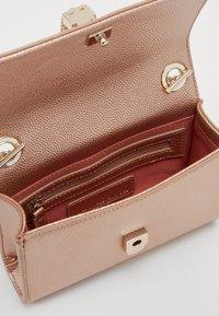 Valentino Bags - DIVINA  - Pochette - oro rosa - 2