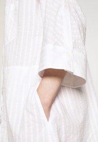 Henrik Vibskov - FUNNEL SHIRTDRESS - Denní šaty - white - 6