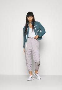 Nike Sportswear - Sportovní bunda - ash green - 1