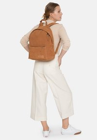 Eastpak - Rucksack - ocher/ brown - 1