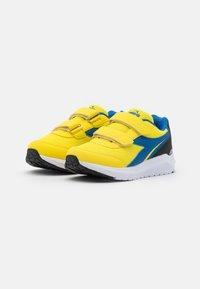 Diadora - JR UNISEX - Hardloopschoenen neutraal - yellow/royal - 1