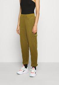 Nike Sportswear - W NSW SWSH - Trousers - olive flak - 0