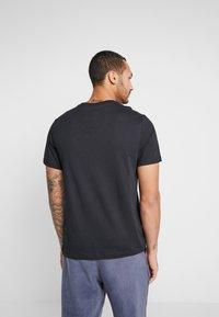Nike Sportswear - AIR TEE - Print T-shirt - black/volt - 2