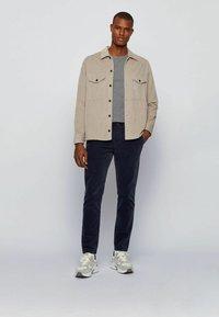BOSS - TEMPFLASH - T-shirt à manches longues - light grey - 1