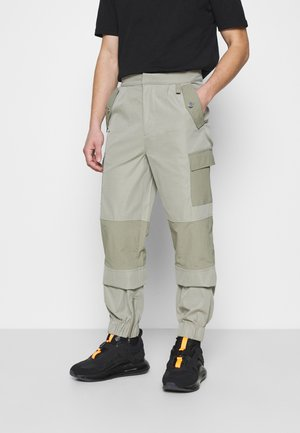 HARDWARE TROUSERS - Pantaloni cargo - grey
