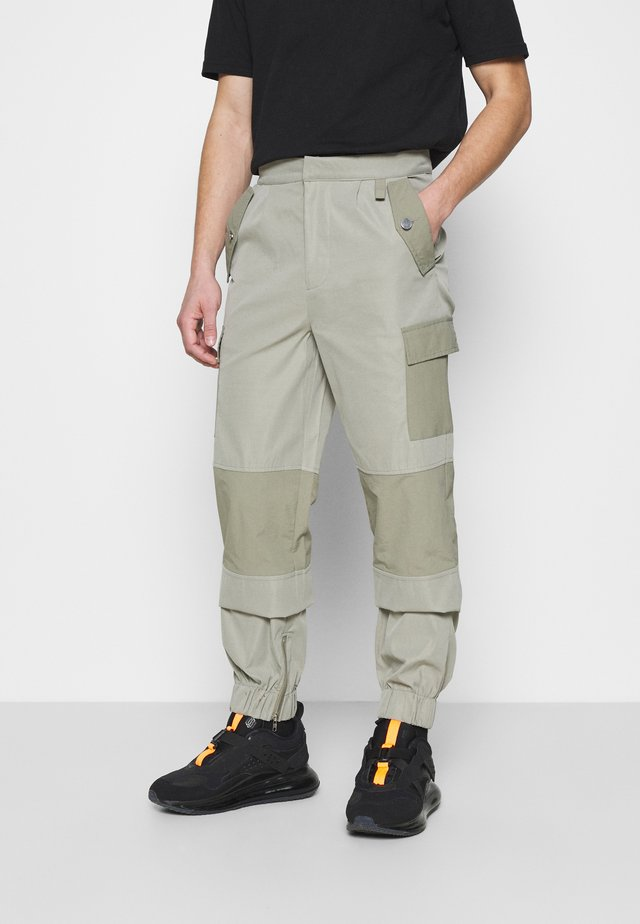 HARDWARE TROUSERS - Cargo trousers - grey