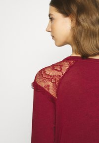 ONLY - ONLKIRA MIX - Long sleeved top - pomegranate - 5