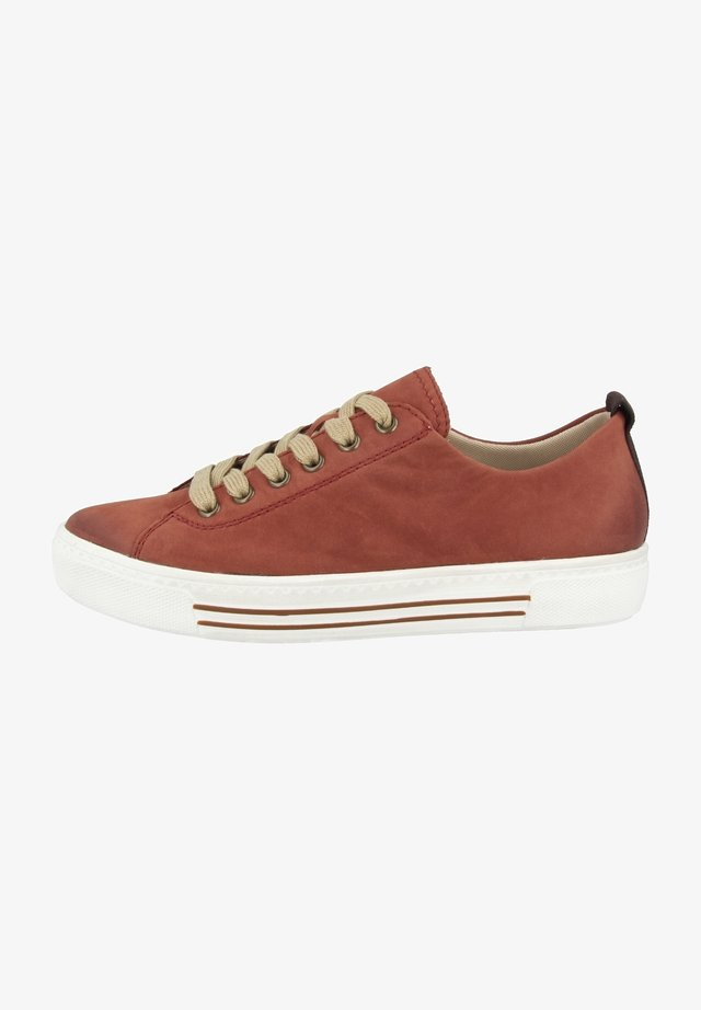 Sneakers - orange (d0900-38)