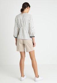 Noppies - SHORTS ORIT - Shorts - plaza taupe - 2