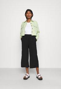 Even&Odd - Cropped wide leg trouser - Trousers - black - 1
