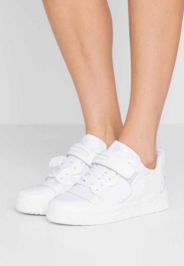 STRAP - Matalavartiset tennarit - white