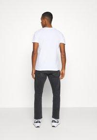 Jack & Jones - JCOBOOSTER TEE CREW NECK - T-Shirt print - white - 2