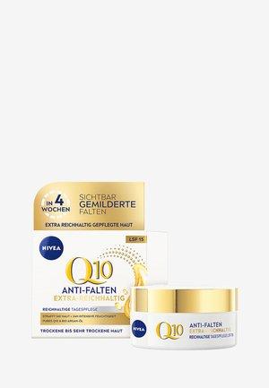 Q10 EXTRA NOURISHING DAY CARE - Face cream - -